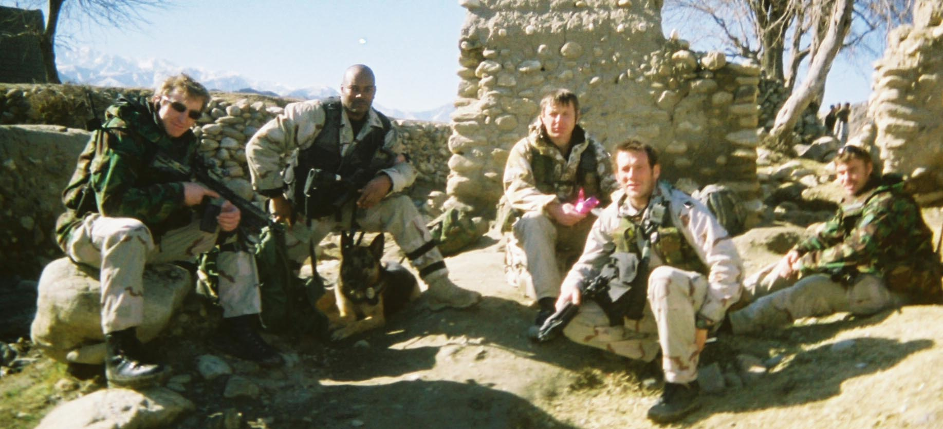Chris Calloway & Rex with soldiers